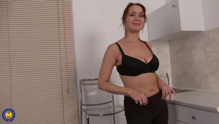 horny housewife Lucy playing with her unshaved pussy