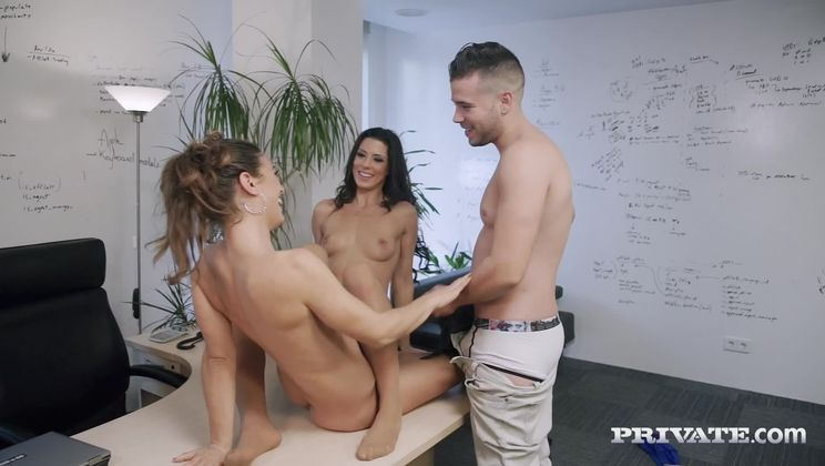 Alexa Tomas & Julia Roca Suck Pussy and Cock