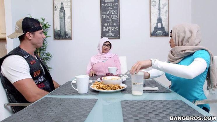 Mia Khalifa is cumming for dinner