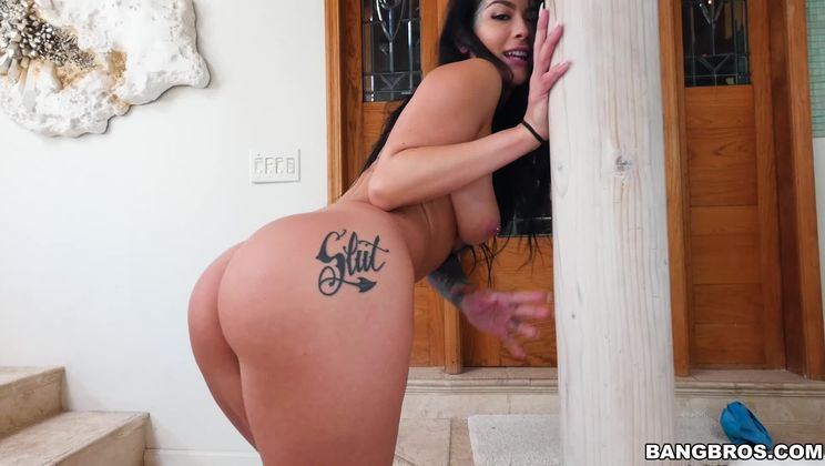 Katrina Jade Duel Wields Black Cocks